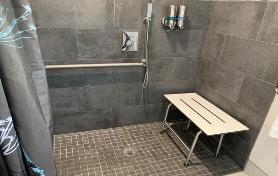 Welcome To Muir Lodge Motel - Roll-In Shower With Seat